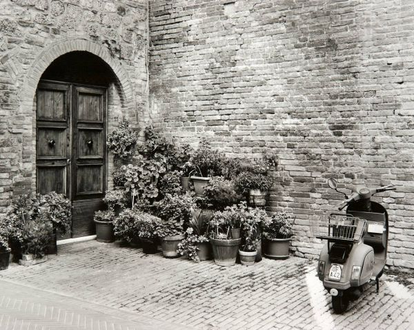 San Gimignano Housefront (Italy) by Bruce Zander | ArtworkNetwork.com