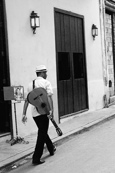 Streets of Havana 6 by Al Heuer | ArtworkNetwork.com